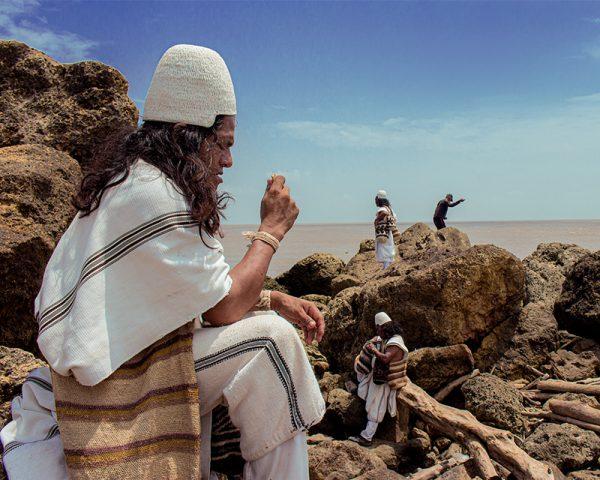 Ritual indigena de pagamento en el mar.
